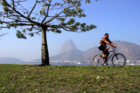 Ciclista no Aterro do Flamengo (Foto: Wilton Junior/Estadão)